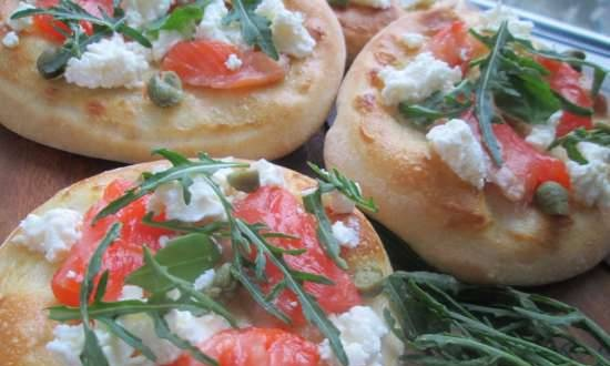 Pizza with salmon and rucola