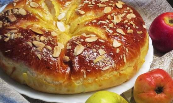 Brioche with caramelized apples in cinnamon