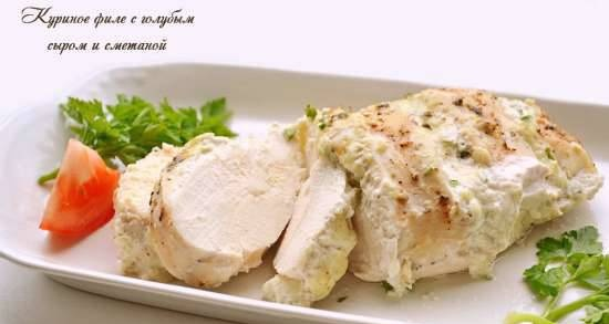Chicken fillet with blue cheese and sour cream