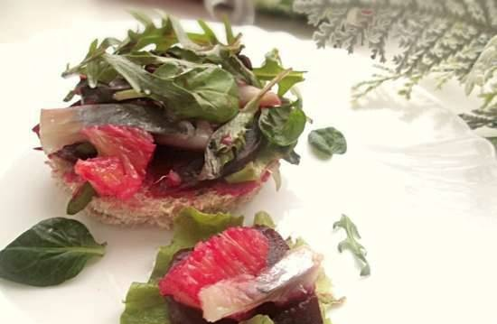 Spicy herring salad with baked beetroot