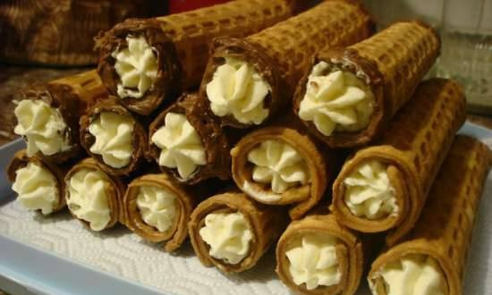 Wafer rolls with cream