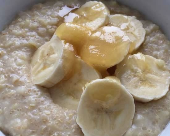 """""""Hipster porridge"""" with almond milk in a slow cooker MARTA-1988"""