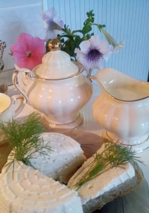 Cheese cream for a summer breakfast on the veranda under your favorite apple tree