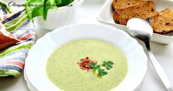 Creamy vegetable soup with spinach