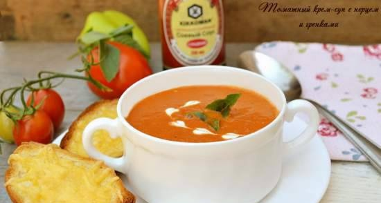 Cream of tomato soup with pepper and croutons