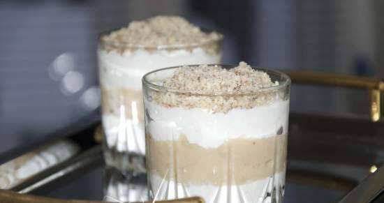 Dessert cottage cheese-banana with walnuts