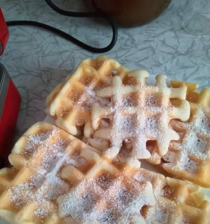 Crispy waffles with a secret ingredient in the GfGril-040 waffle maker