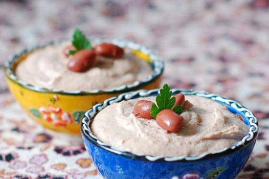 """""""Hummus"""" from red beans"""