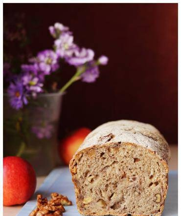 Wheat-rye bread with apple and nuts