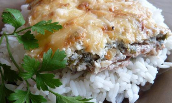 Pink salmon in sour cream with a cheese crust