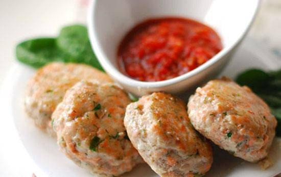 Fish cakes with pepper sauce