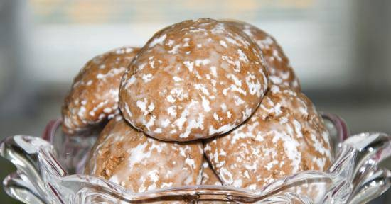 Chocolate gingerbreads in glaze