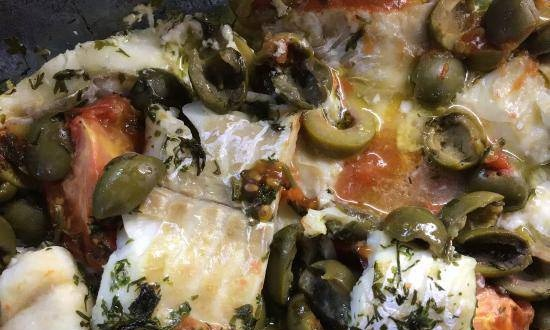 Cod fillet with olives and tomatoes