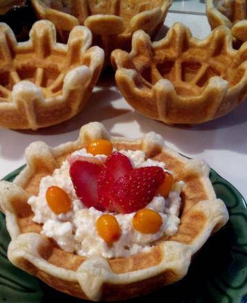 Waffle tartlet with curd and berry filling from Steba tartlet maker