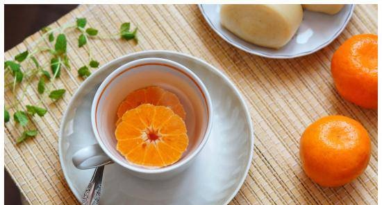 Hot drink with tangerines, honey and ginger