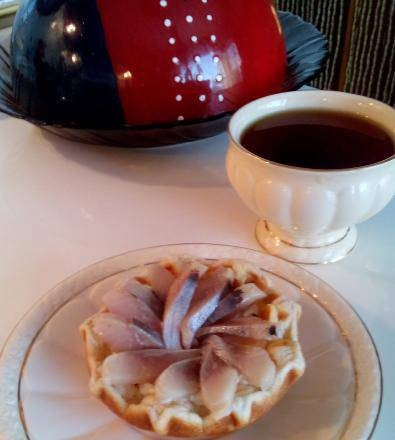 Waffle tartlet with cheese and herring filling in Steba tartlet maker