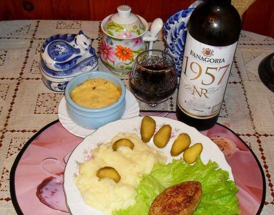 Delicious dinner: Special cutlets with filling, with mashed potatoes and julienne
