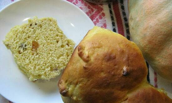 Pumpkin buns with dried apricots and walnuts