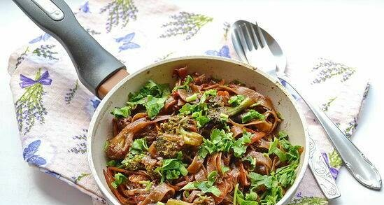 Asian style lean buckwheat noodles with vegetables