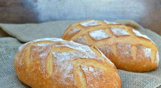 Wheat bread with semolina and whey
