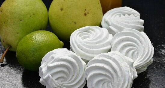 Pear marshmallow with lime and honey