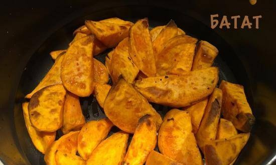 Sweet potato baked with aromatic herbs in a Ninja® Foodi® 6.5-qt multicullet pan.
