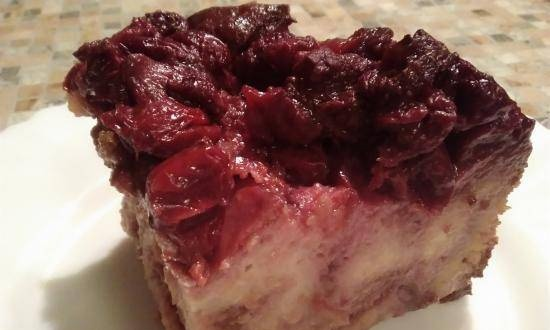 Bread pudding with berries in the Kitfort slow cooker 205