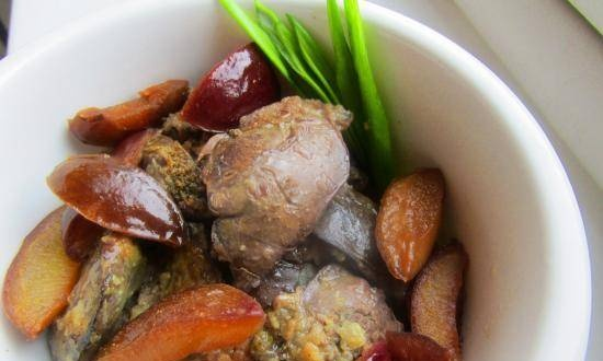 Chicken liver with plums in port