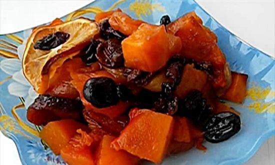 Pumpkin with dried fruits, baked in a pot (+ video)