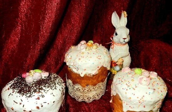 Easter cake with orange flavor