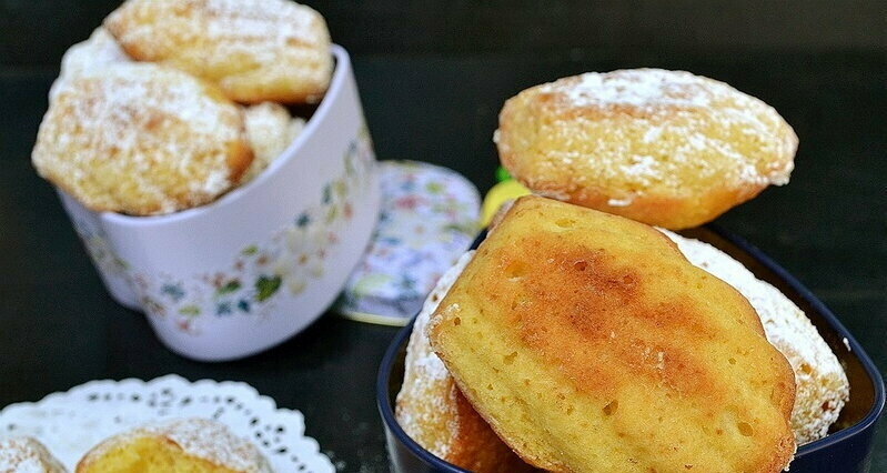 Madeleine with coconut and lime