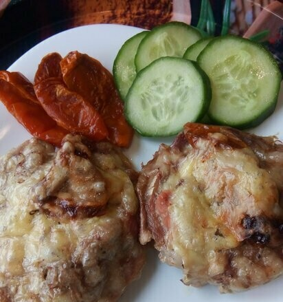 Turkey drumstick steaks baked with sun-dried tomatoes and cheese