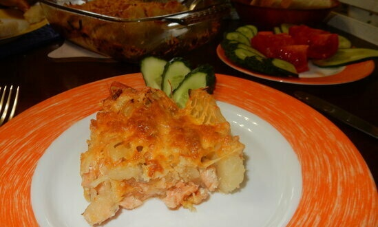 Salmon with potatoes in the oven