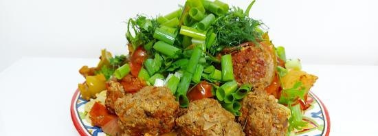 Meatballs with tomatoes and bell peppers without a drop of oil, served with spaghetti (+ video)
