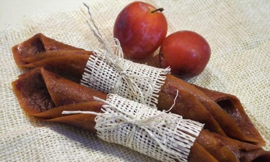 """Plum paste without sugar """"Eastern fairy tale"""" with dates (+ video)"""