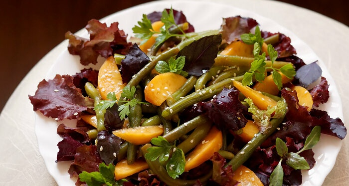 Green beans and peaches with salad dressing