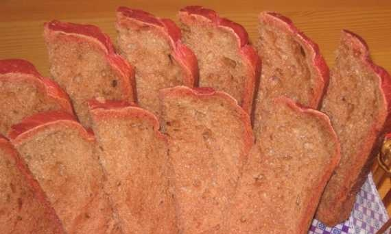 Bread with beets and caraway seeds (bread maker)