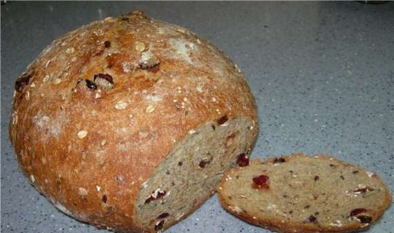 Whole grain bread with muesli and seeds