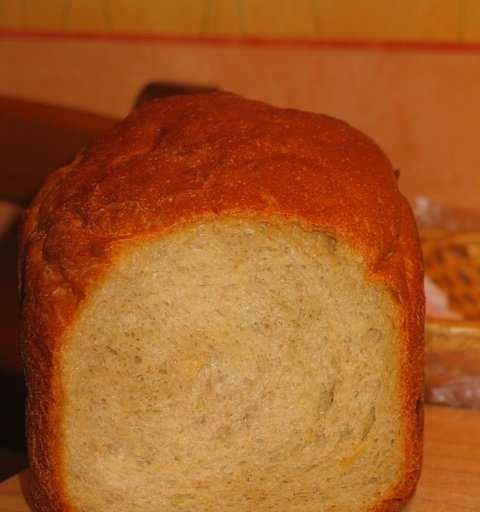 Buckwheat-corn-wheat bread with pumpkin seeds and maple syrup