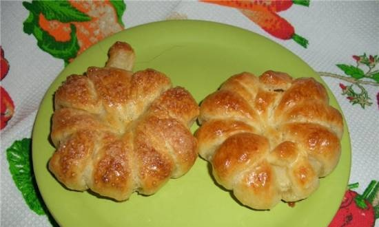 Pineapple and apple puffs