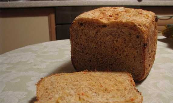 Bread with fish, bran and sweet pepper.
