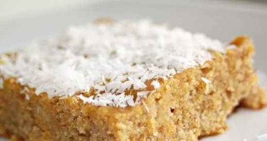 Rye cake with carrots and coconut