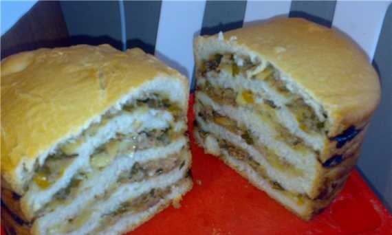 Bread with vegetable filling