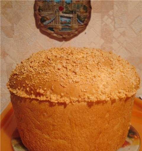Wheat-corn bread with buttermilk and cheese sprinkles