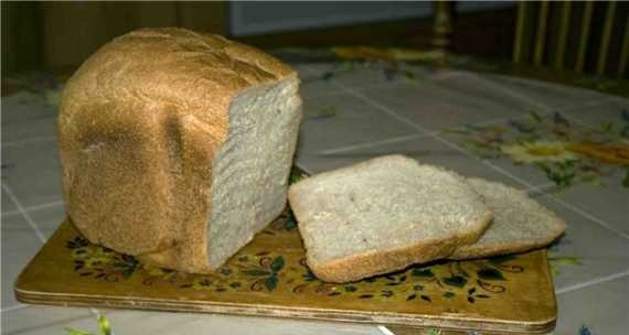 Bread with rye flour and caraway seeds in a bread machine