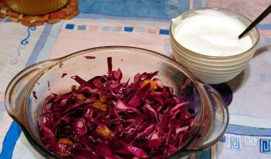 Red cabbage salad with tangerines